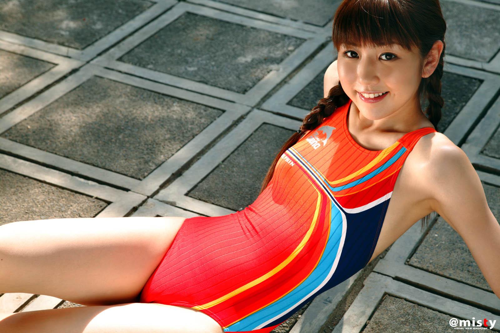 Японки в купальниках 14 фотография
