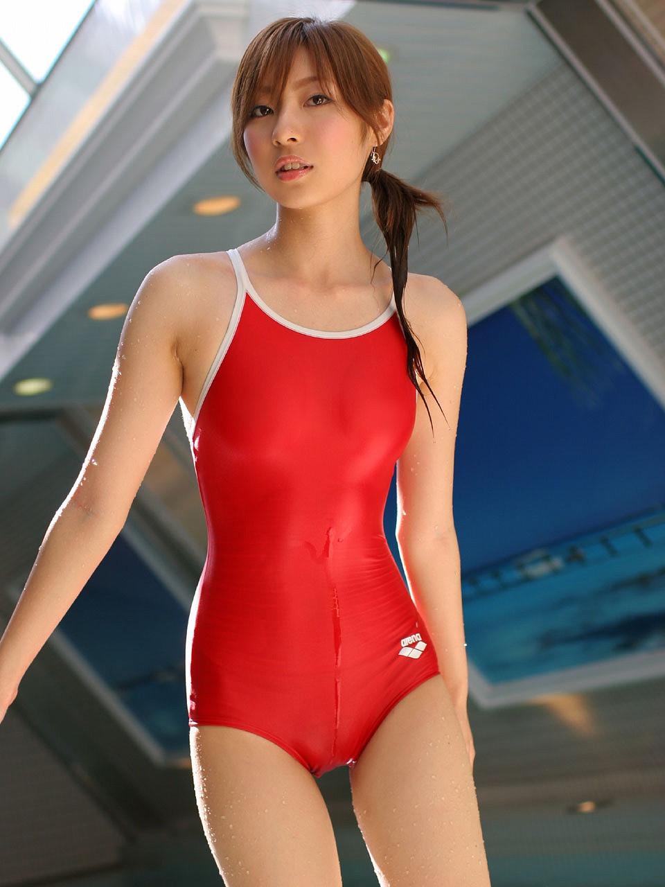 Японки в купальниках 12 фотография